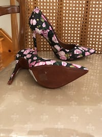 Women's black-pink-and-white floral pointed-toe platform pumps size 9B schutz is name brand