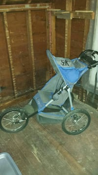 baby's blue and gray lightweight jog stroller