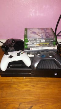 Xbox one with 3 controllers and 8 games South Bend, 46619