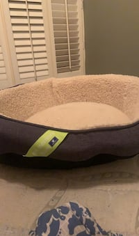 Medium to large gel memory foam dog bed. Toronto, M6P