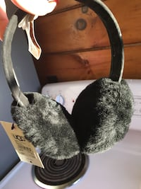 Black Ugg earmuffs Middleburg, 20117