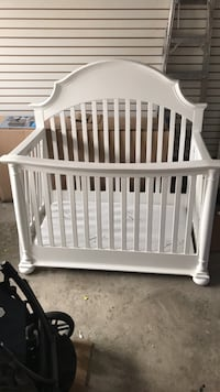 baby's white wooden crib Vaughan, L6A 0T3