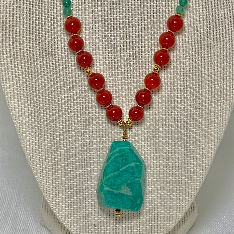 Genuine 14k Gold Jade Coral Beaded Necklace d1568407-86fc-4b5b-b863-8d1f950c26ab