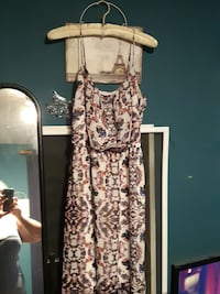 Pretty sundress size large wore once to a wedding  Milton, L9T 3K5