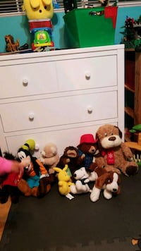 Lot of stuffed animals 2265 mi