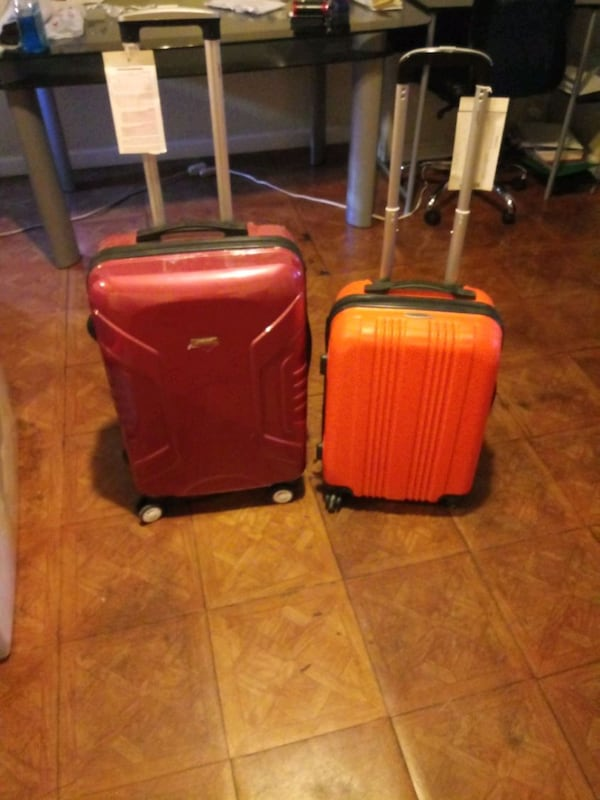 One small and one large suite case f965c5cc-d23c-4e8f-b827-375d36ba6e09