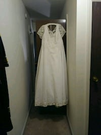 Wedding dress with long train  South Bend, 46615