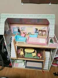 Large wooden dollhouse 32x48 New Market, 21774