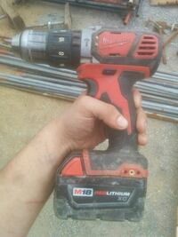 Milwaukee M18 cordless hammer drill with battery Coquitlam, V3K 2N3