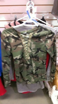 Long sleeves camouflage sweater small Toronto, M6H 2X1