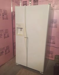 white side-by-side refrigerator with dispenser Upper Yoder, 15905