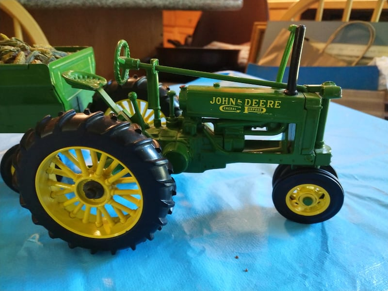 John Deere Toy Tractor with Corn Wagon with Dog. 6d7259eb-34a7-4ee8-9d66-6fda8eef9faa