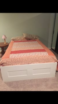 Full size white bed with drawers and mattress Gainesville, 20155