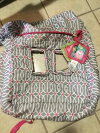 baby's pink and white bouncer 1693 mi