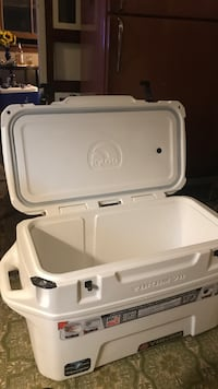 White and gray plastic container Burney, 96013