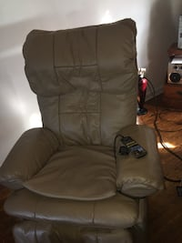 Beautiful Beige 100%  Leather Massage Chair this chair massages the legs whole back and neck  Many different settings YOU COMPLETELY CONTROL THE ALL SETTINGS FOR EVERYTHING serious inquirers only DELIVERY AVAILABLE UPON REQUEST Wilmington, 19802