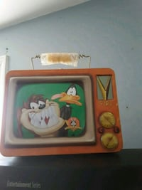 Looney tunes tin lunch box collectible