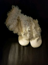 Snoozies house shoes  Cookeville, 38501