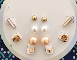 Earrings lot $1.50