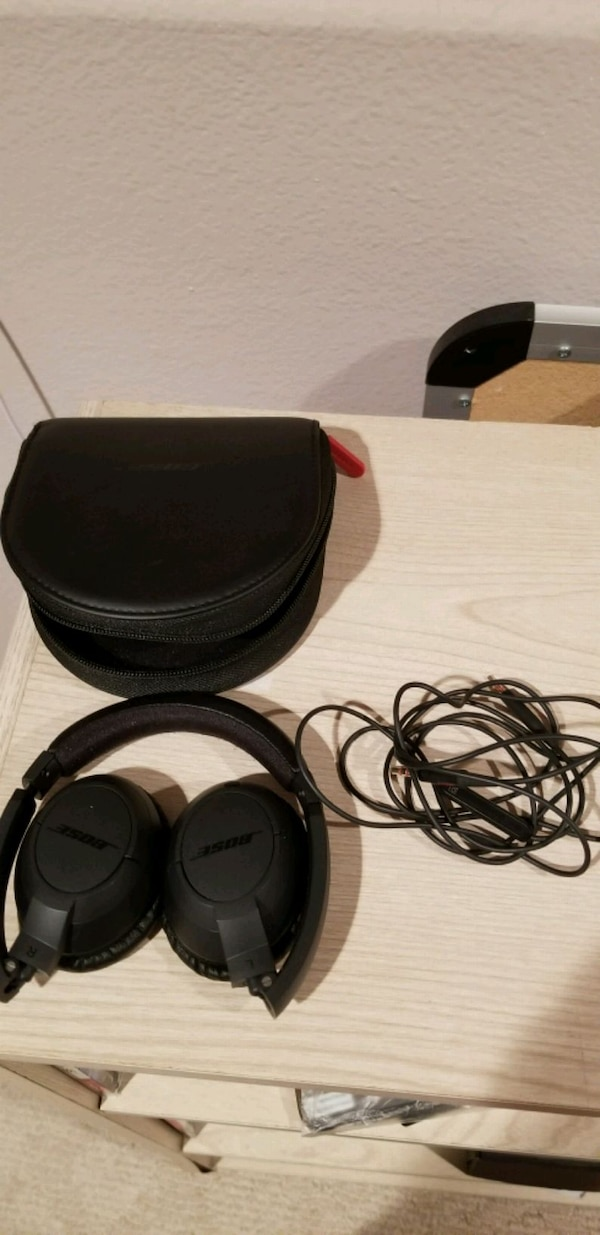 Bose Headphones - NOT BLUETOOTH!!!! f24642e6-bda8-4e1a-80f4-10d9b2d0b18c