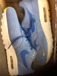 Pair of blue-and-white nike basketball shoes Orlando, 32806