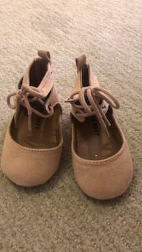 New ! Pink Old Navy Dress Shoes. Size 3-6 Months  Waldorf, 20601