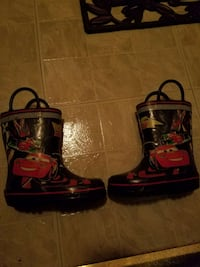 pair of black-and-red lightning mcqueen rubber rai Silver Spring, 20904