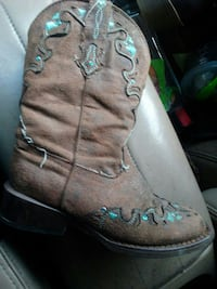 Little girls Ropers $40 OBO 2044 mi