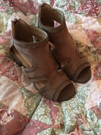 Size 5 shoes worn Once Brown suede Las Vegas, 89102