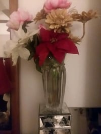 red and white petaled flowers centerpiece Swansboro, 28584