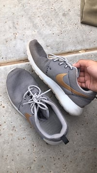GREY AND GOLD NIKE ROSHES Gilbert, 85297