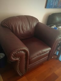 Leather armchair Surrey, V4A 6Y6