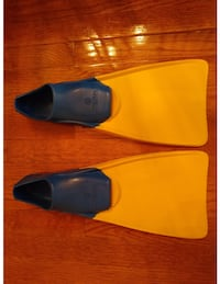 Tritan swim tech 5-7 swim fins Chantilly