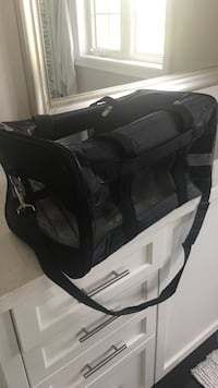 Pet travel bag. Never used. Brand new. Fits pet up to 20 lbs Richmond Hill, L4E 4Z4