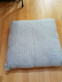 Pet pillow. Like new. Never used with a pet.  Oakville, L6H 4H5