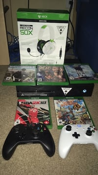 XBOX ONE WITH TURTLE BEACH RECON 50X HEADSET 5 GAMES AND TWO CONTROLLERS AND KINECT Oakville, L6H 4C8