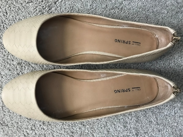 9eb60aba6 Used Women's cream colored flats. Size 9. Only worn a couple times for sale  in Economy - letgo