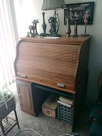 Roll top computer desk/can be locked Omaha