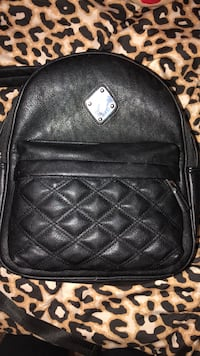 black leather zip-around bag Natchitoches, 71457
