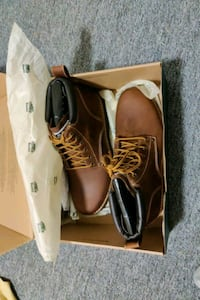 Size 10 roots tuff boots Burnaby