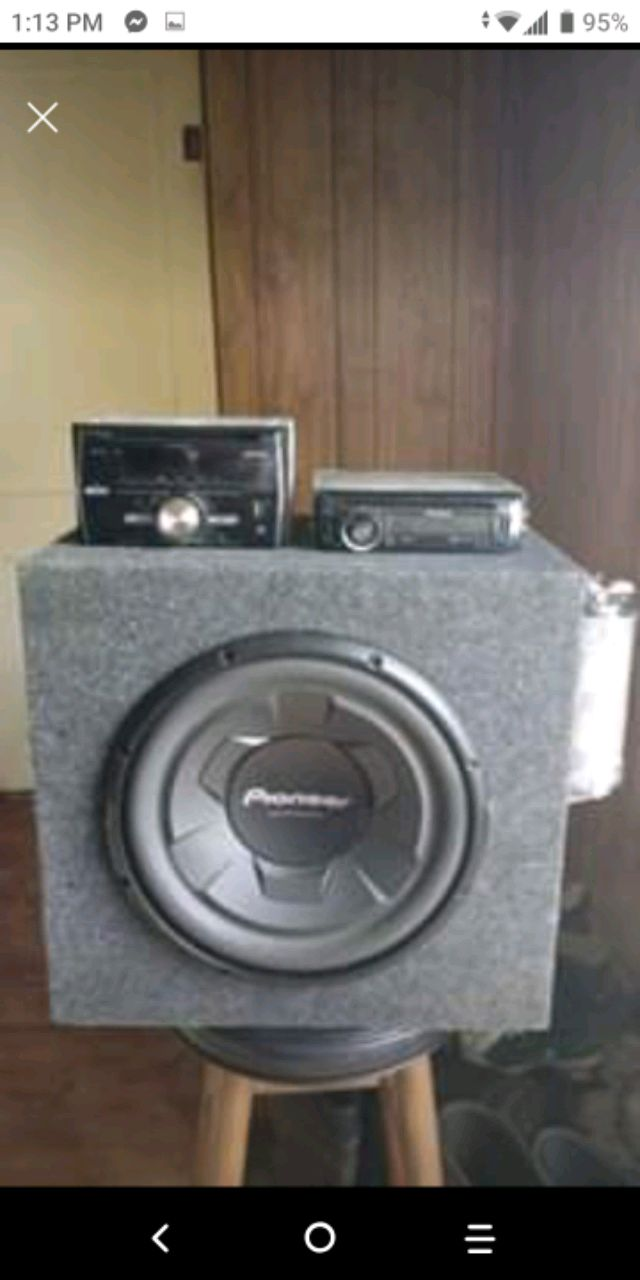 Photo Pioneer car audio system