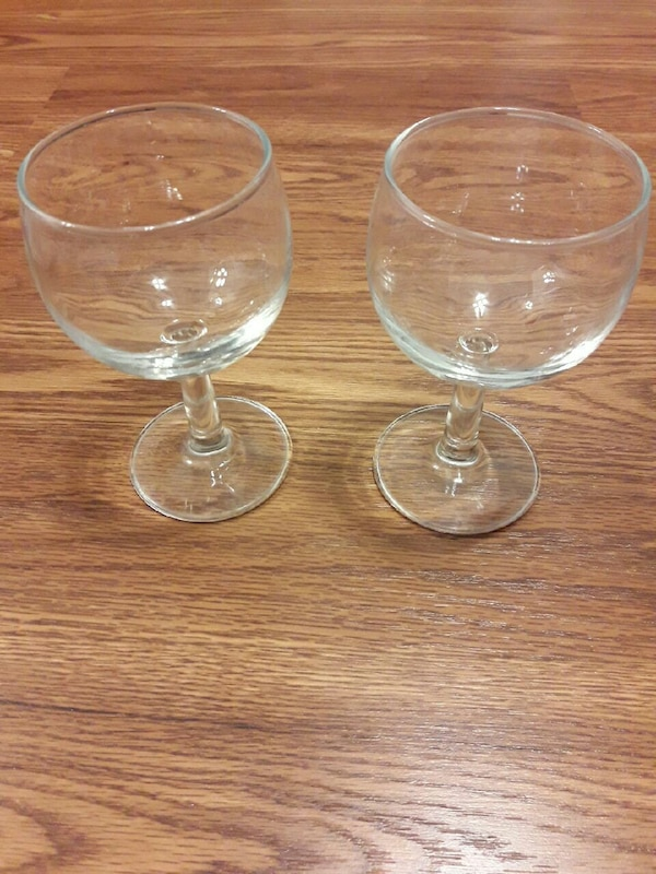 2 wine glasses