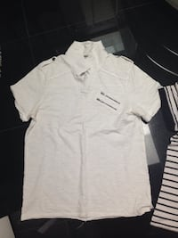 Men's size medium Guess short sleeve tops