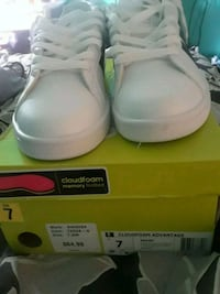 pair of white addidas low-top sneakers with box Modesto, 95357