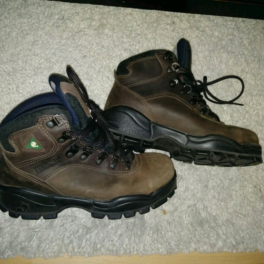 Excellent condition: SIZE 4 Terra steel toe work boots  Pickup ellersl