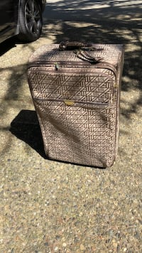 Large expanding suit case. Anne Klein pick up Sunshine hills Delta Delta, V4E 1J7