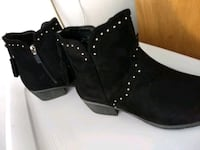 Boots size 8W