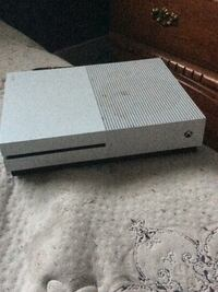 gray Xbox One game console Halifax, B3V 1A5