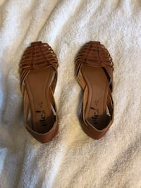 pair of brown leather sandals Smyrna, 37167