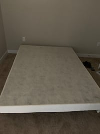Queen box spring and metal frame Mc Lean, 22102
